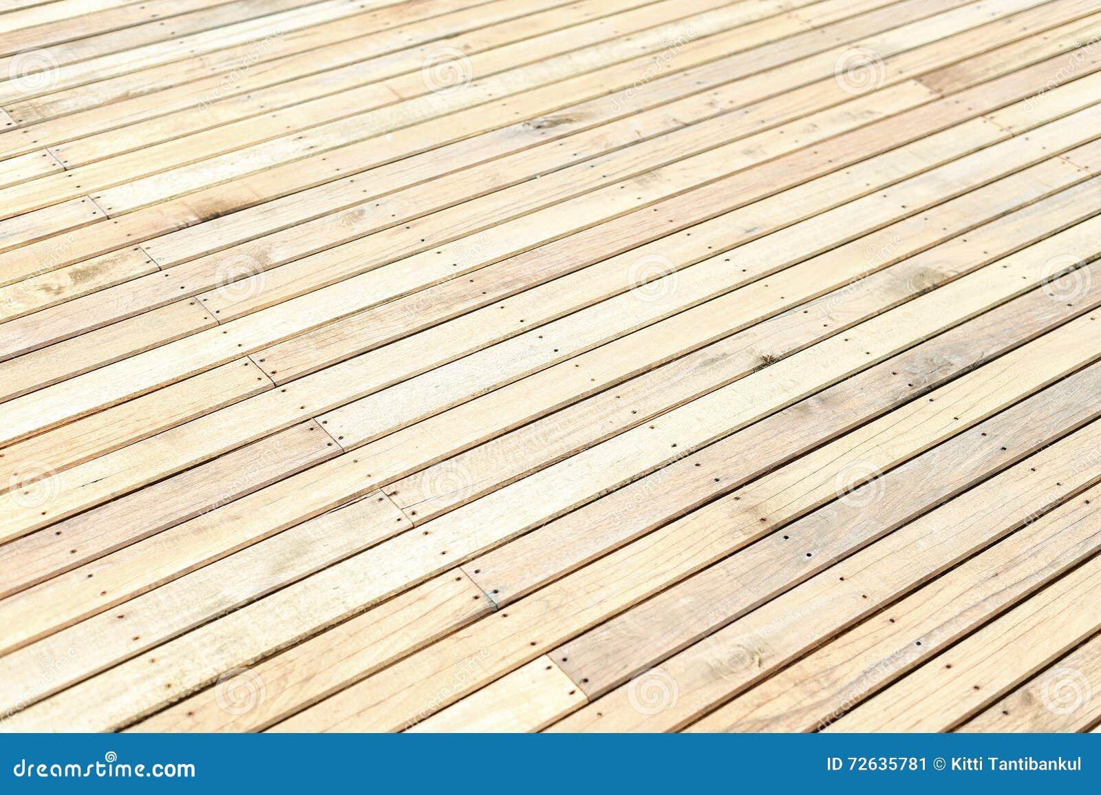 Assoalho de madeira novo