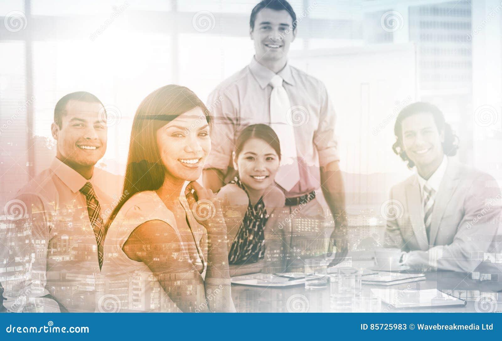 Associés internationaux d affaires lors d un contact