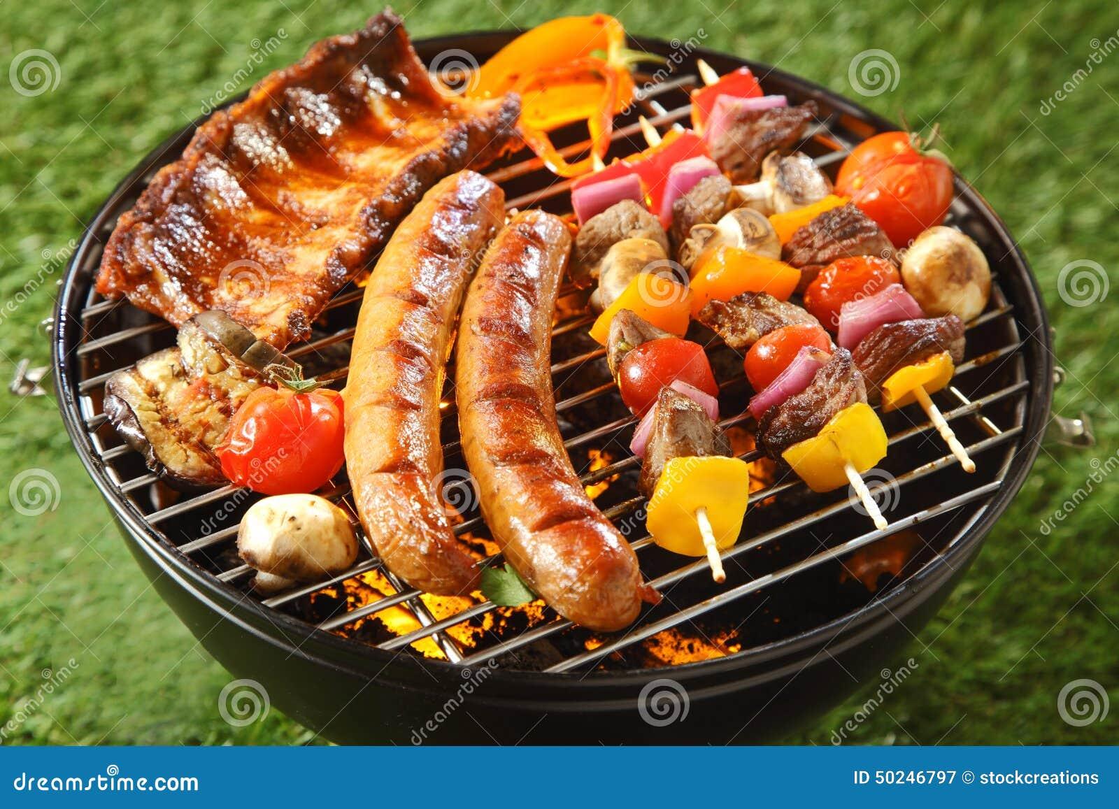 Assorted a grill la viande sur un barbecue d 39 t photo for Quelle viande pour un barbecue
