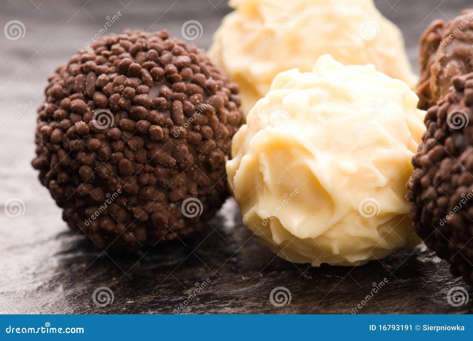 assortiment de truffes de chocolat image stock image 16793191. Black Bedroom Furniture Sets. Home Design Ideas