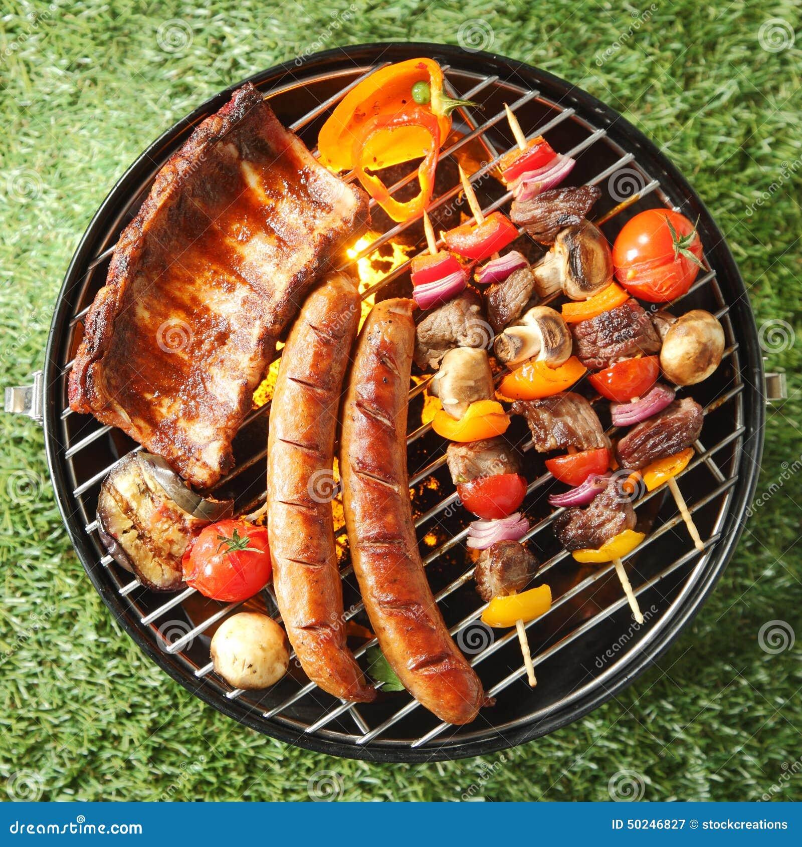 Assortiment savoureux de viande sur un barbecue d 39 t for Quelle viande pour un barbecue