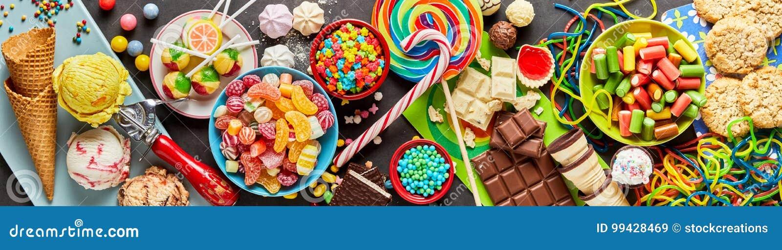 Assortiment van kleurrijk, feestelijk snoepjes en suikergoed