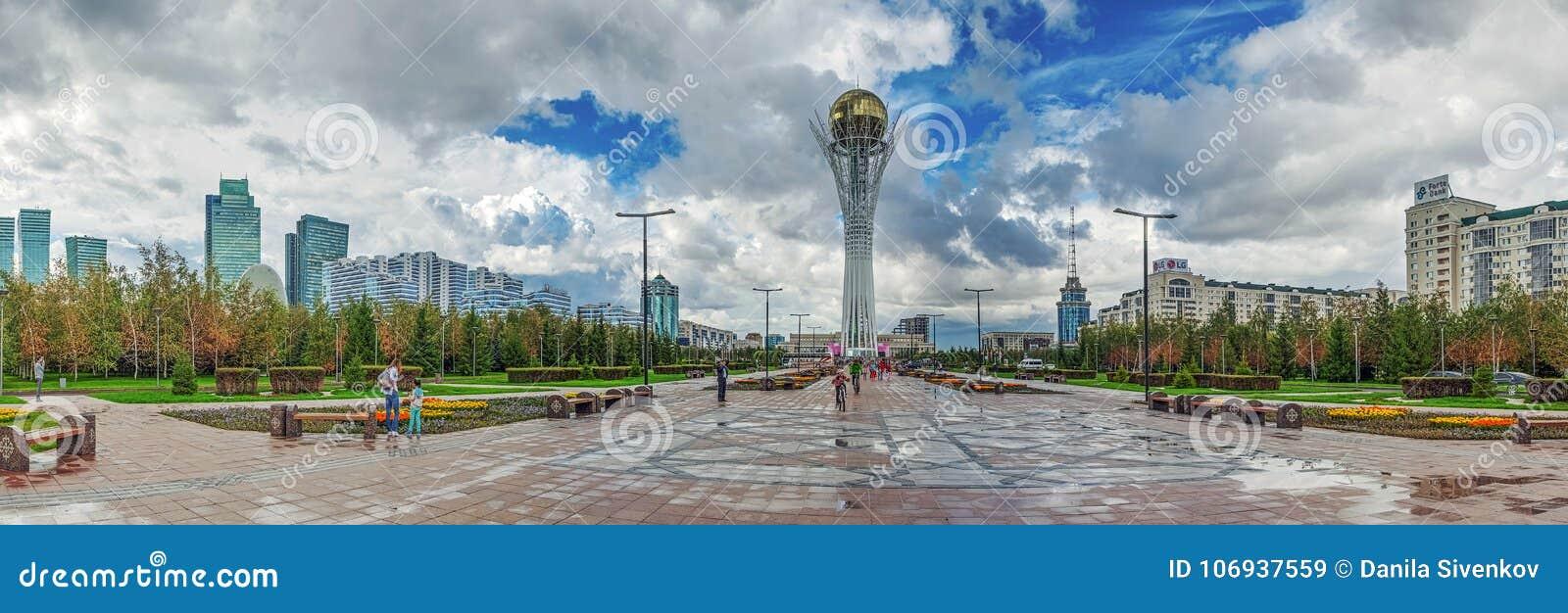 ASTANA, CAZAQUISTÃO - 2 DE JULHO DE 2016: Torre Baiterek da vigia