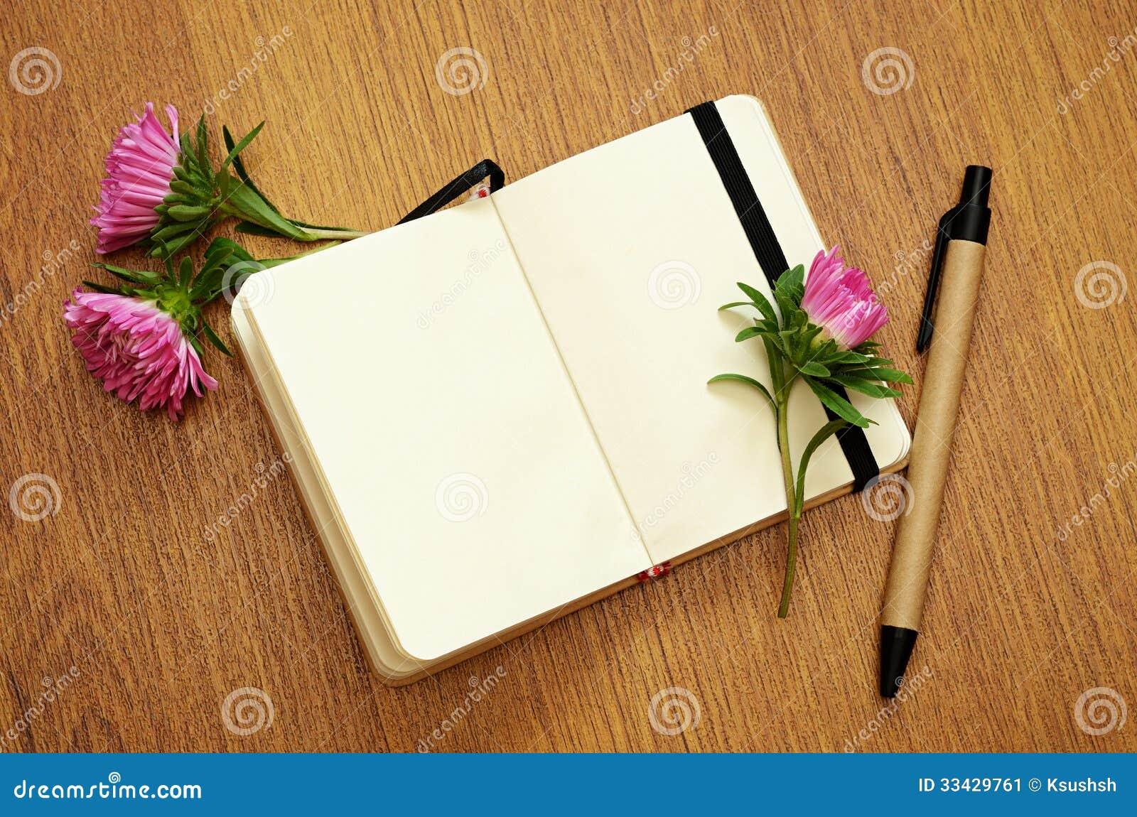 Aster slår ut på en anteckningsbok
