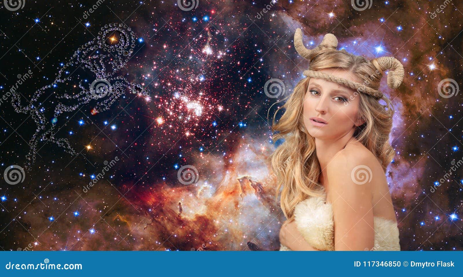 Astrologia Aries Zodiac Sign Donna sul fondo del cielo notturno