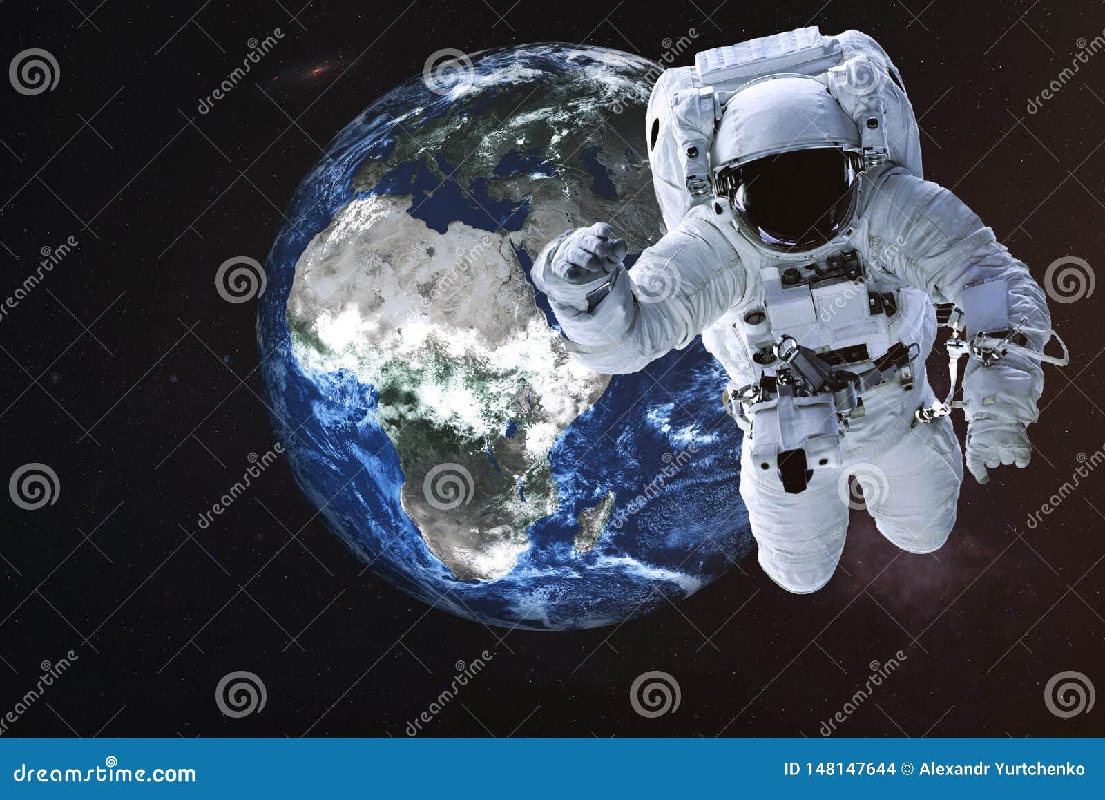 Astronaut dichtbij de Aardeplaneet