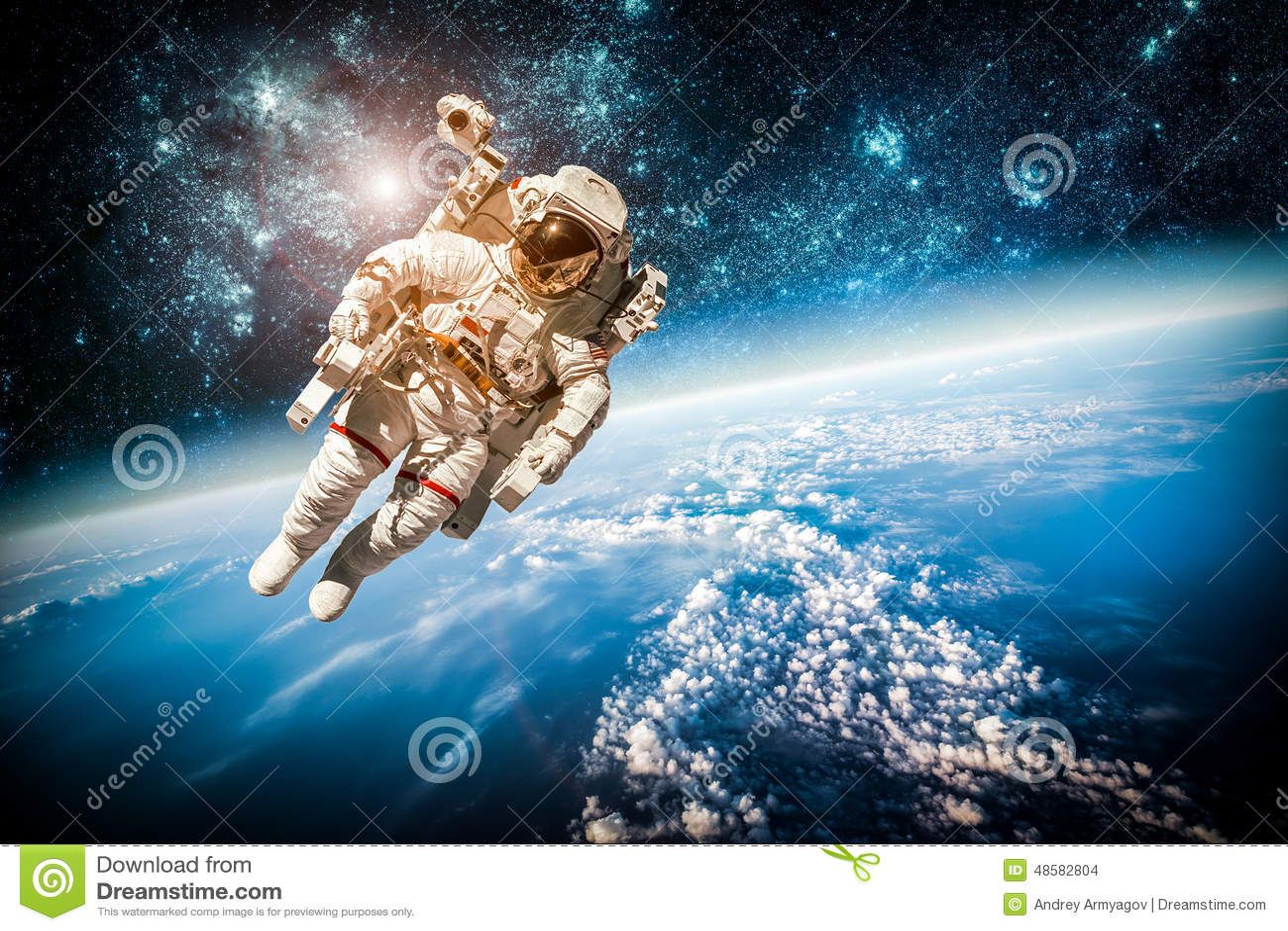 Astronauta Flotando En El Espacio Exterior: Astronauta En Espacio Exterior Foto De Archivo
