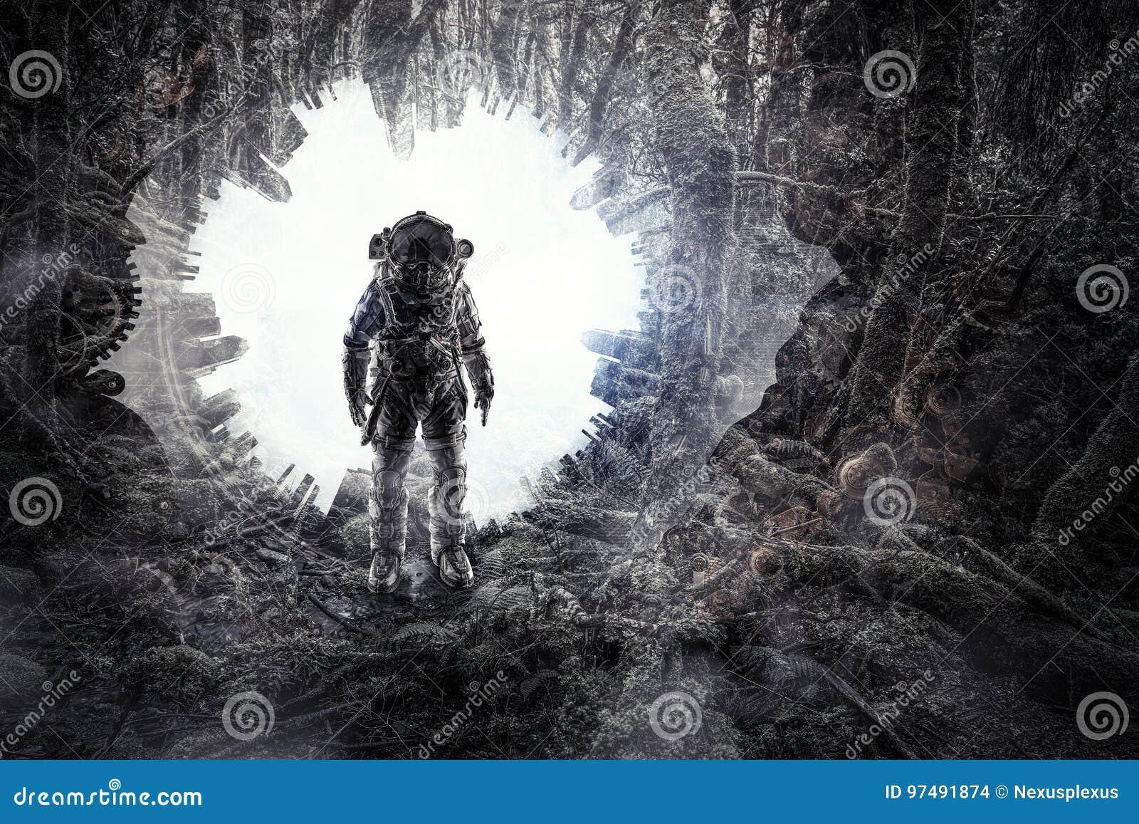 Astronauta in foresta Media misti