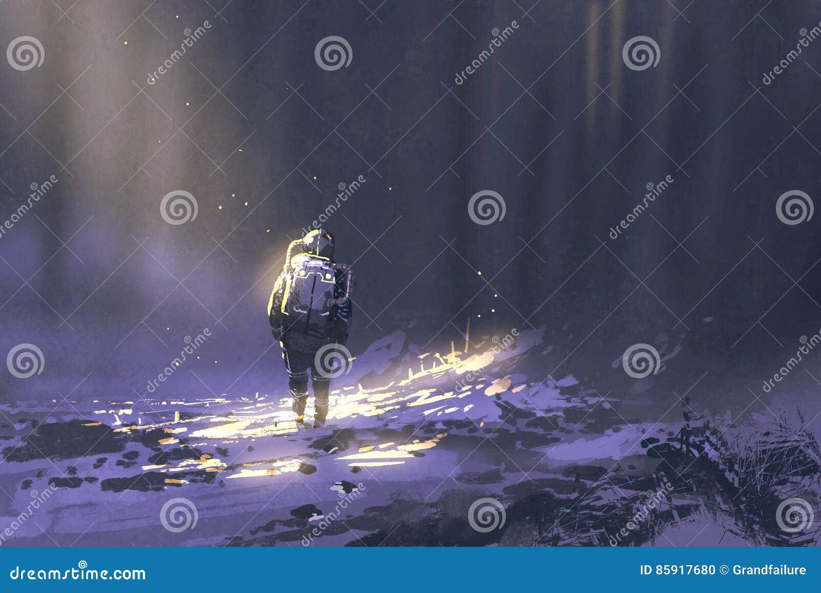 Astronauta sozinho que anda na neve