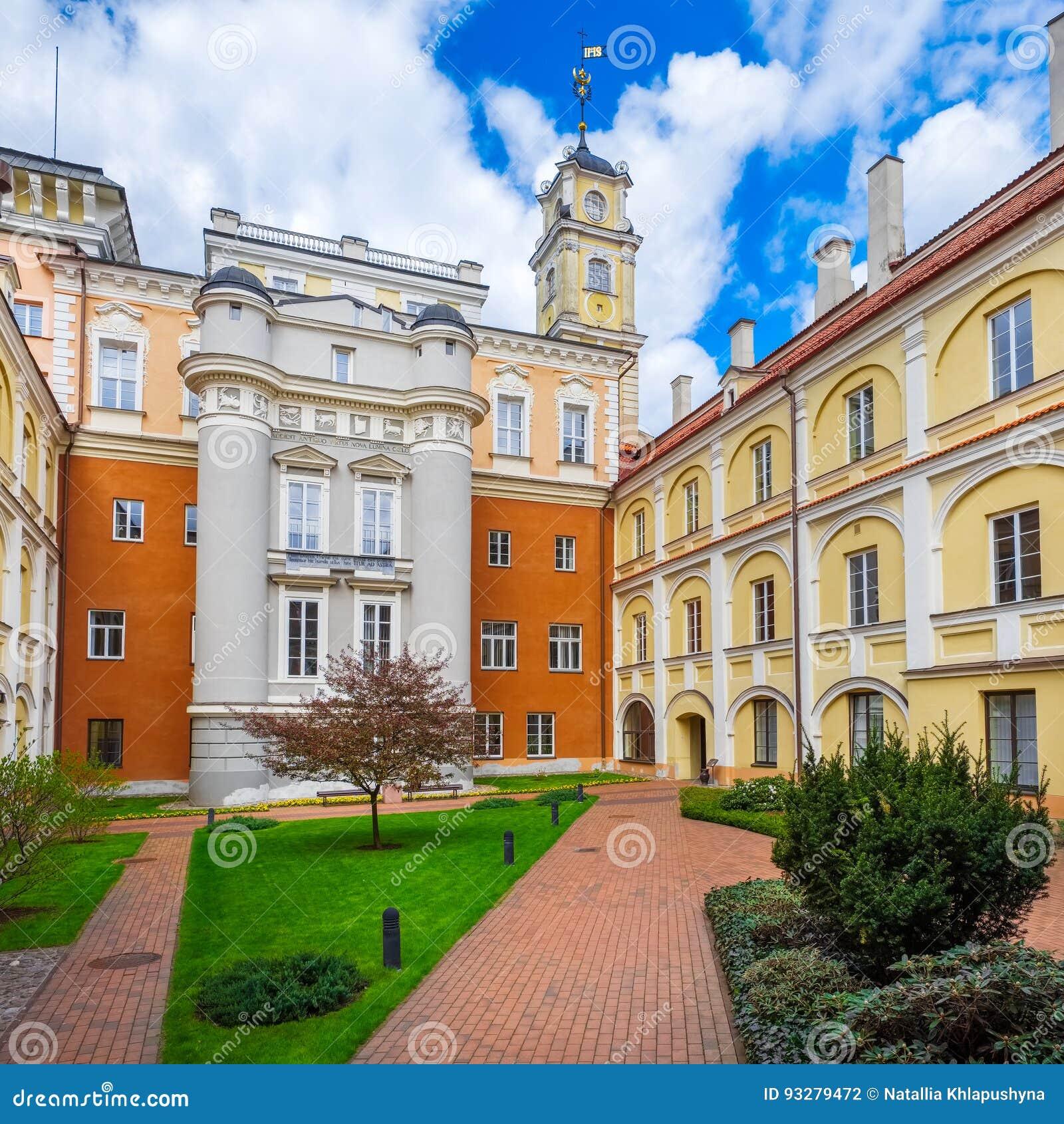 Astronomiczny Obserwatorski podwórze przy Vilnius uniwersytetem, Lithuania