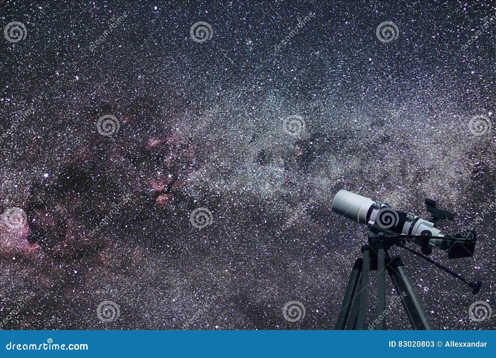 Astronomisches teleskop cygnusschwankonstellation in der nacht