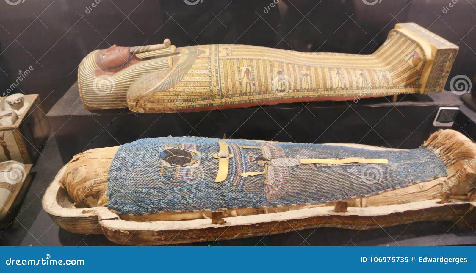 Ataúd antiguo de la reina en el museo de Luxor, Egipto