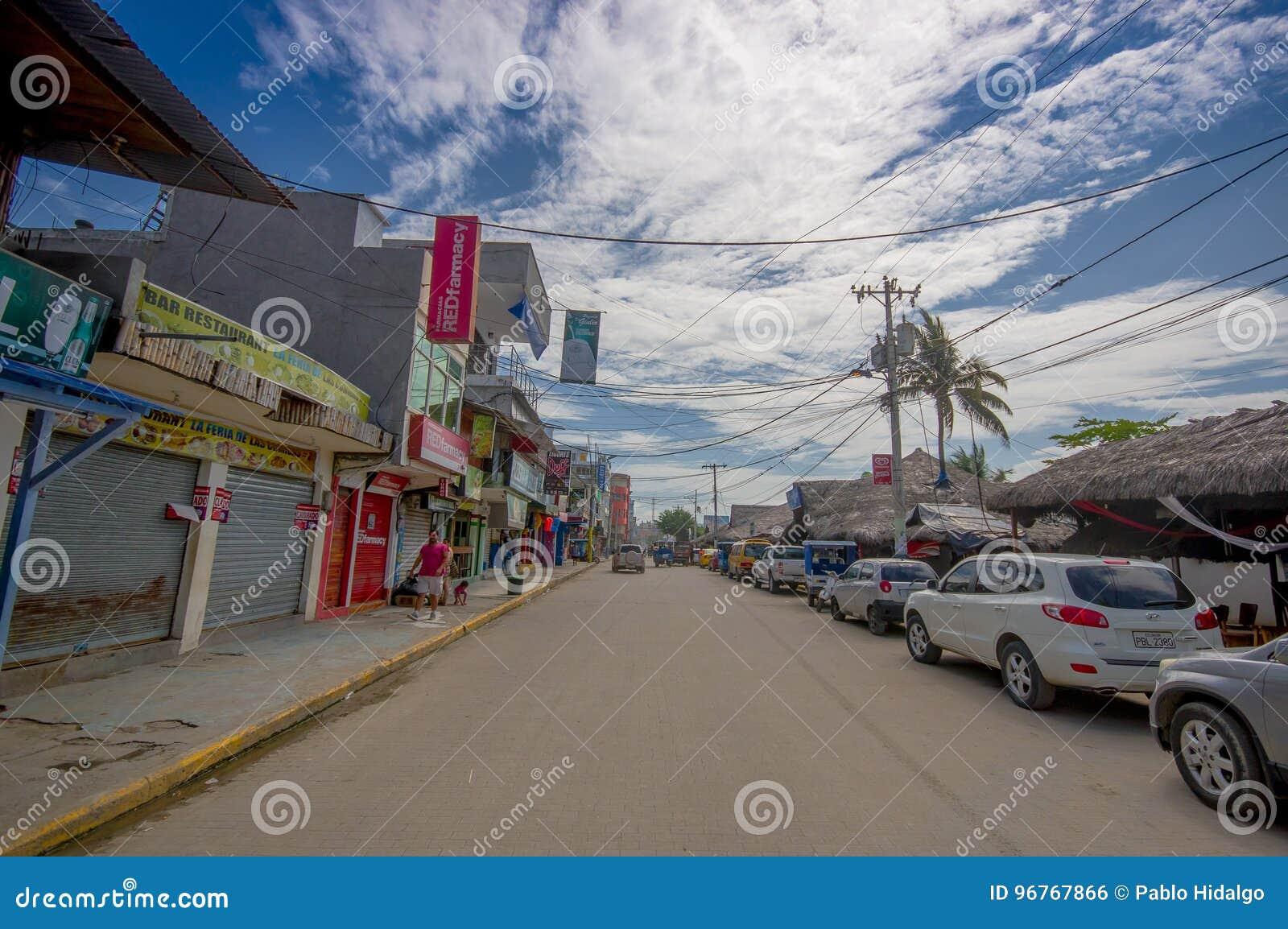 ATACAMES, ECUADOR - 16. März 2016: Steet-Ansicht der Strandstadt gelegen auf Ecuador-` s Nordpazifikküste ist es findet