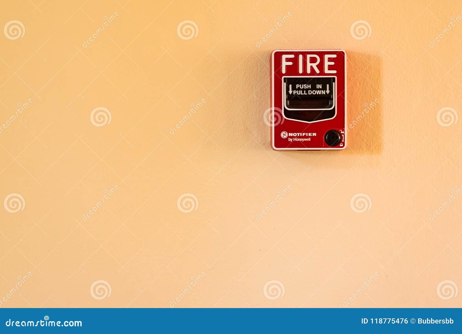 Ateie fogo ao interruptor de vidro do alarme da ruptura na parede do cimento