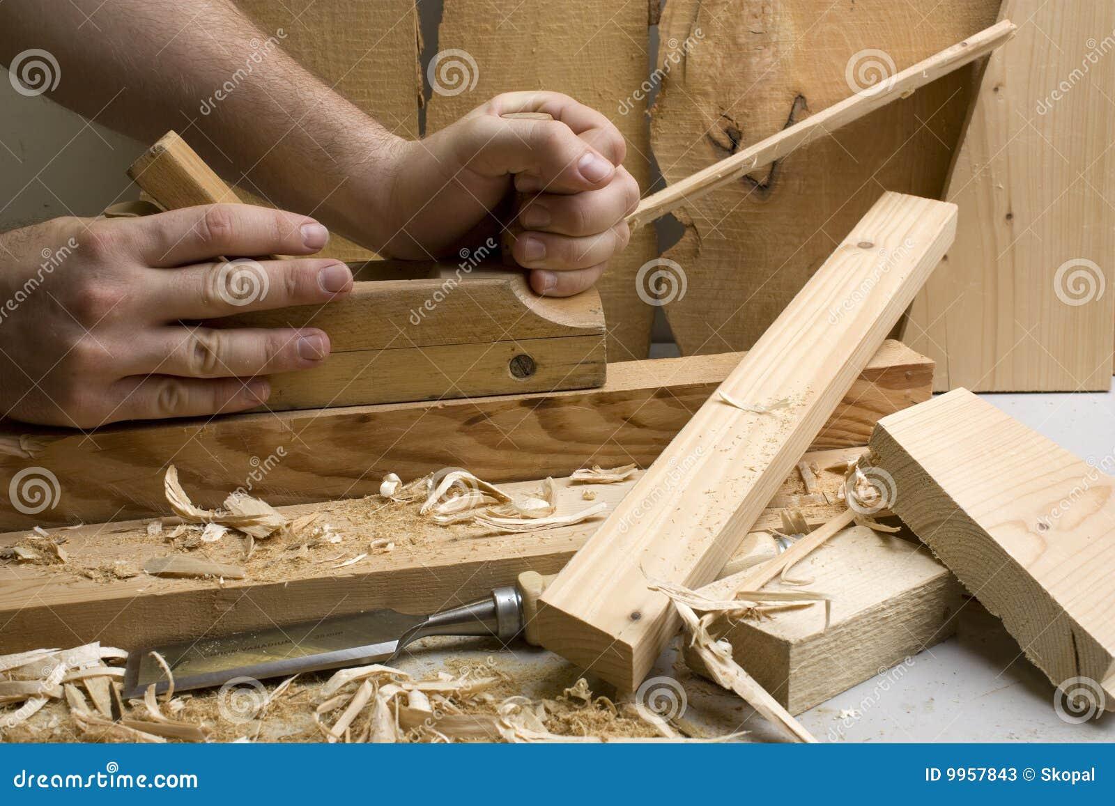 Atelier de menuiserie avec les outils en bois photos stock image 9957843 - Atelier menuiserie a vendre ...