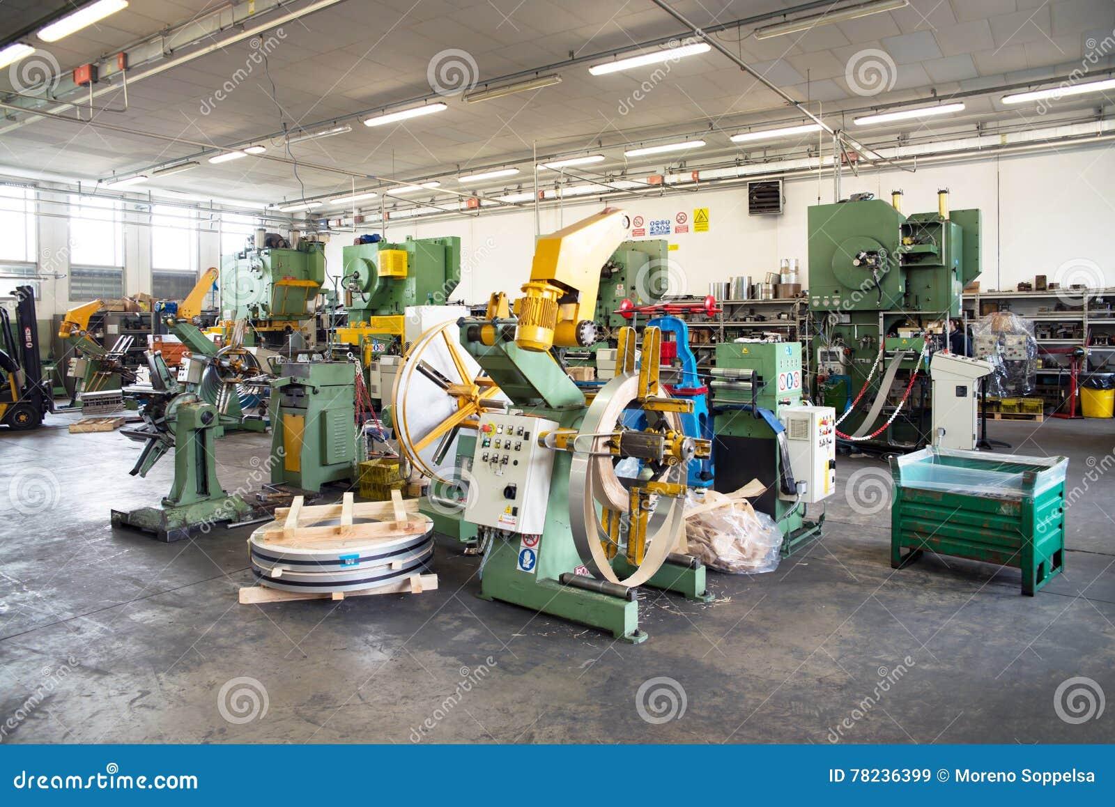 Atelier - presse à former le métal