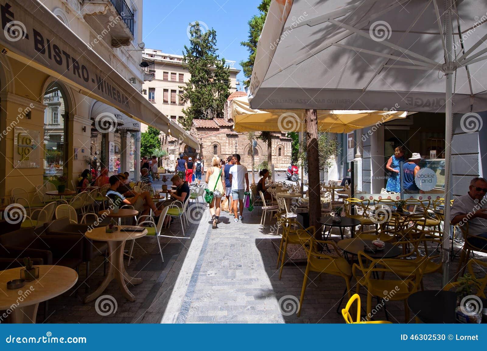 ATENAS 22 DE AGOSTO: Café grego tradicional indicado para a venda na área de Plaka o 22 de agosto de 2014 em Atenas, Grécia