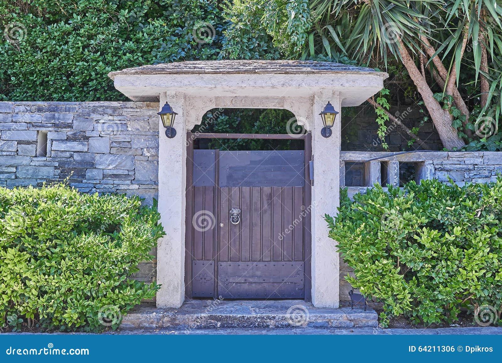 Atenas Grecia, puerta del jardín de la casa