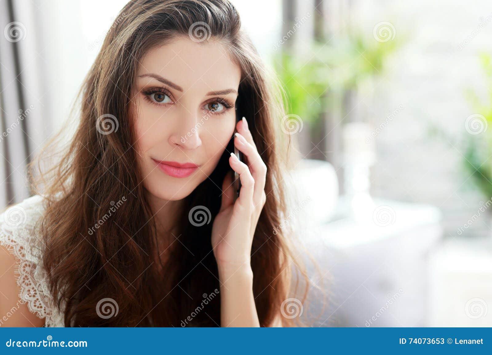 Atendimento de telefone em casa