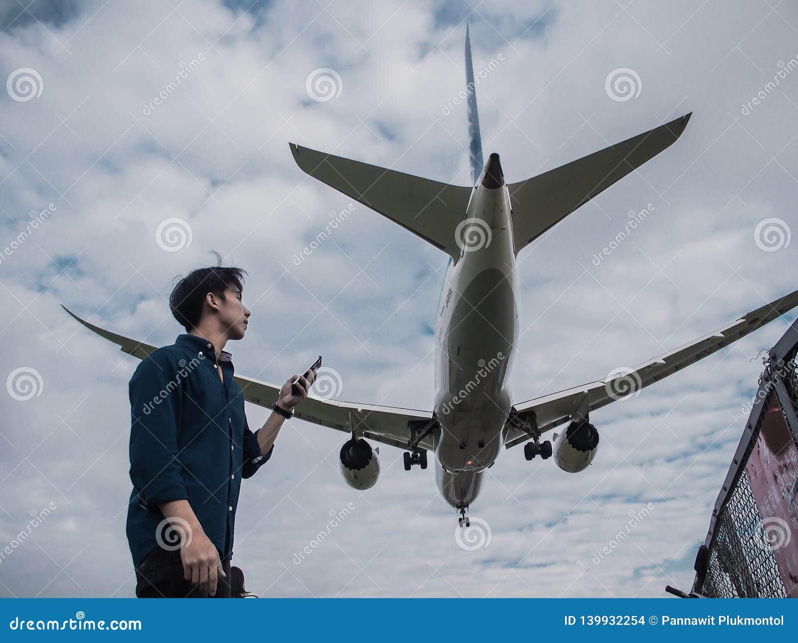 Aterrissagem de aviões no aeroporto de Songshan