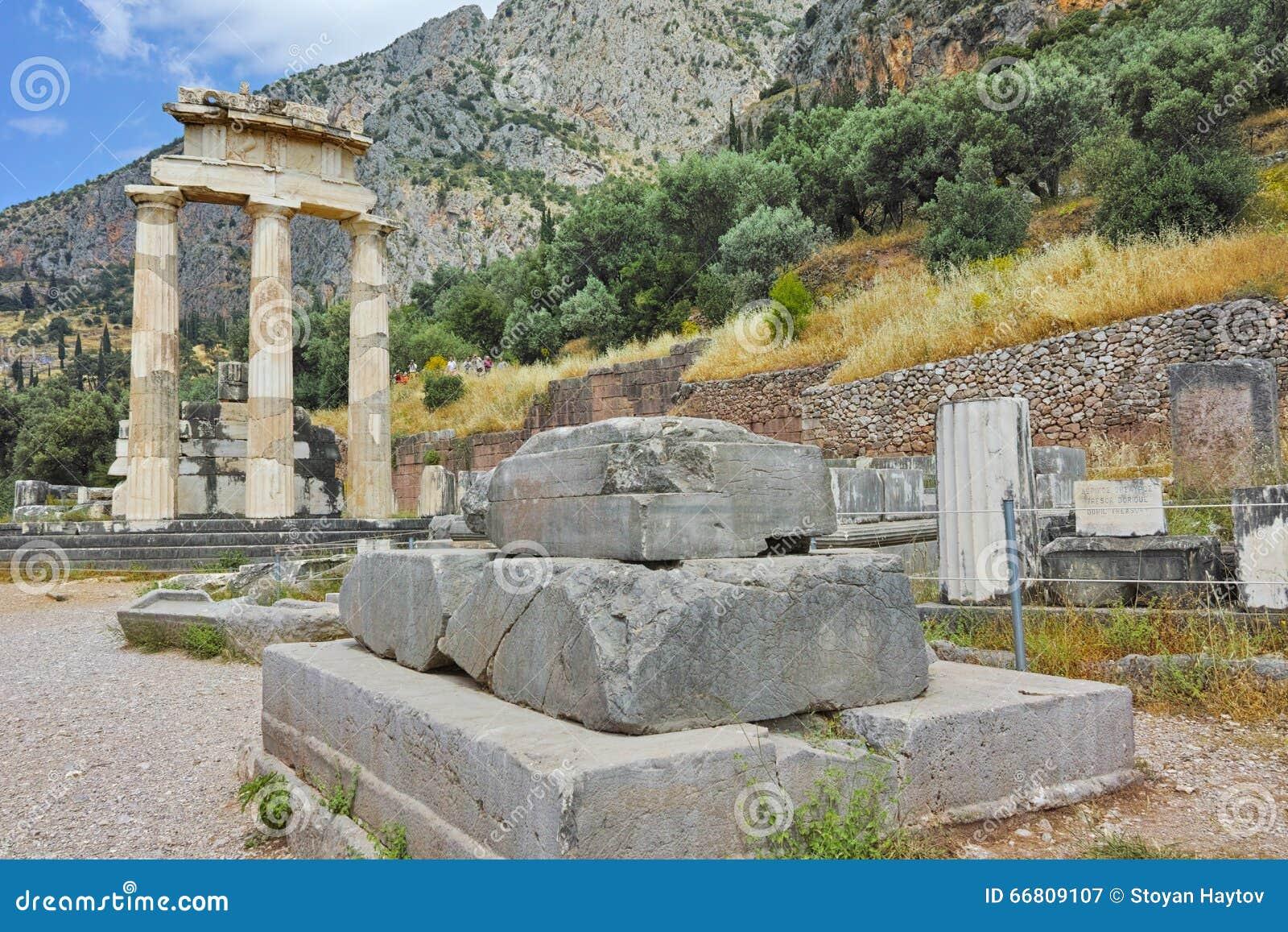 Athena Pronaia Sanctuary dans le site archéologique du grec ancien de Delphes, Grèce