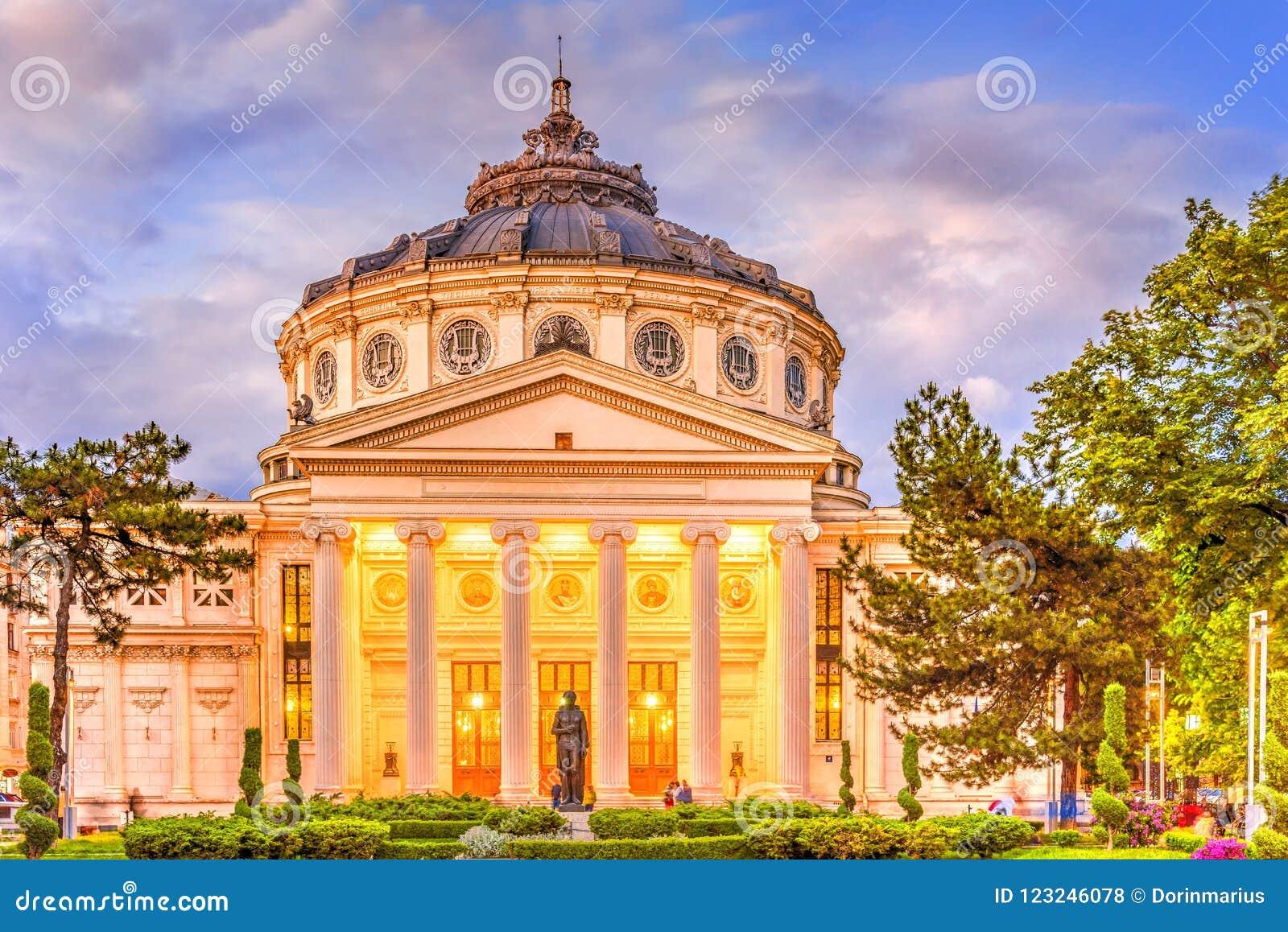Atheneum em Bucareste na hora azul