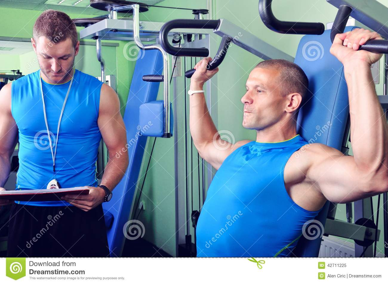 dating a male personal trainer Is hooking up with your chiseled trainer a strategy for bliss or the first step down a path of studios you'll never want to set foot in again.