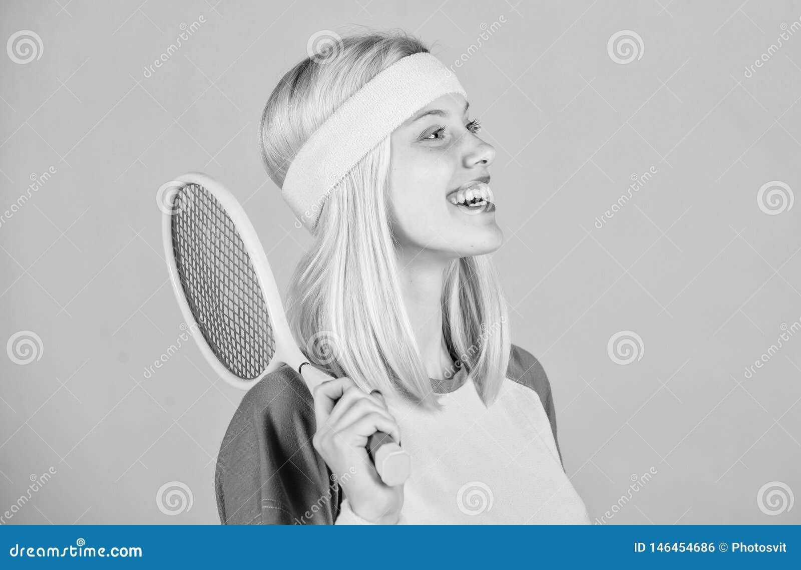 Athletengriff-Tennisschl?ger in der Hand Tennisvereinkonzept Aktive Freizeit und Liebhaberei Tennissport und -unterhaltung M?dche