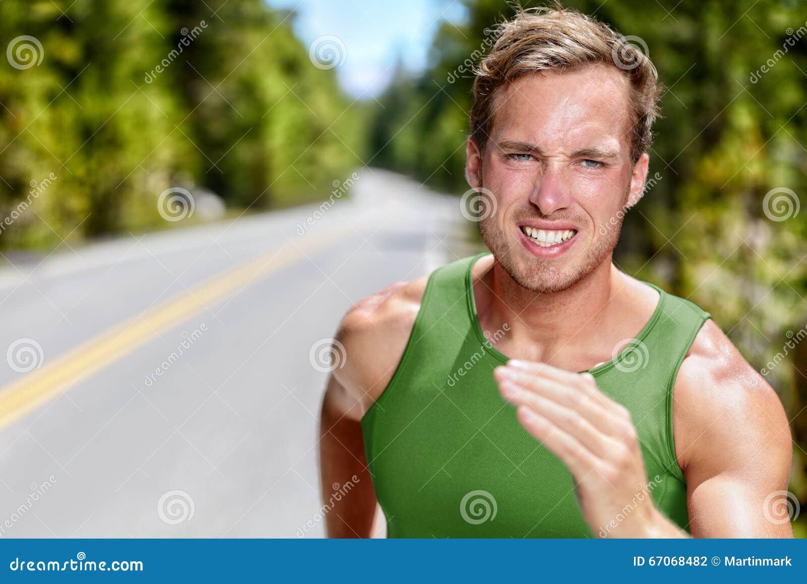 Athletenläufer auf intensivem Herz laufendem Training
