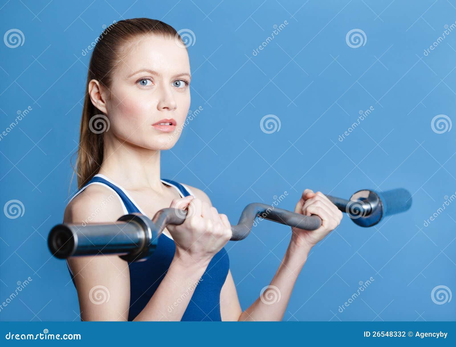 Athletische Frau Mit Gewicht Stockfoto - Bild von gewicht
