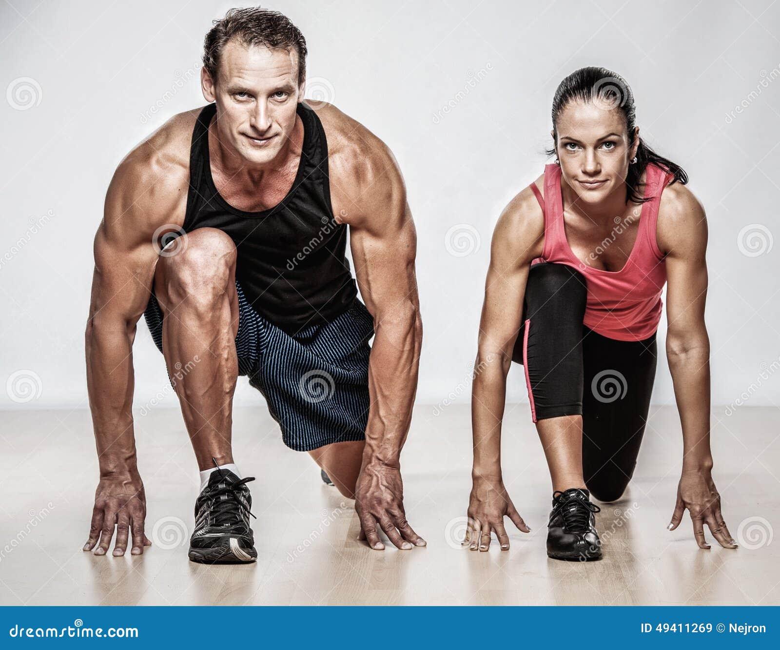 Download Athletischer Mann und Frau stockbild. Bild von leistung - 49411269