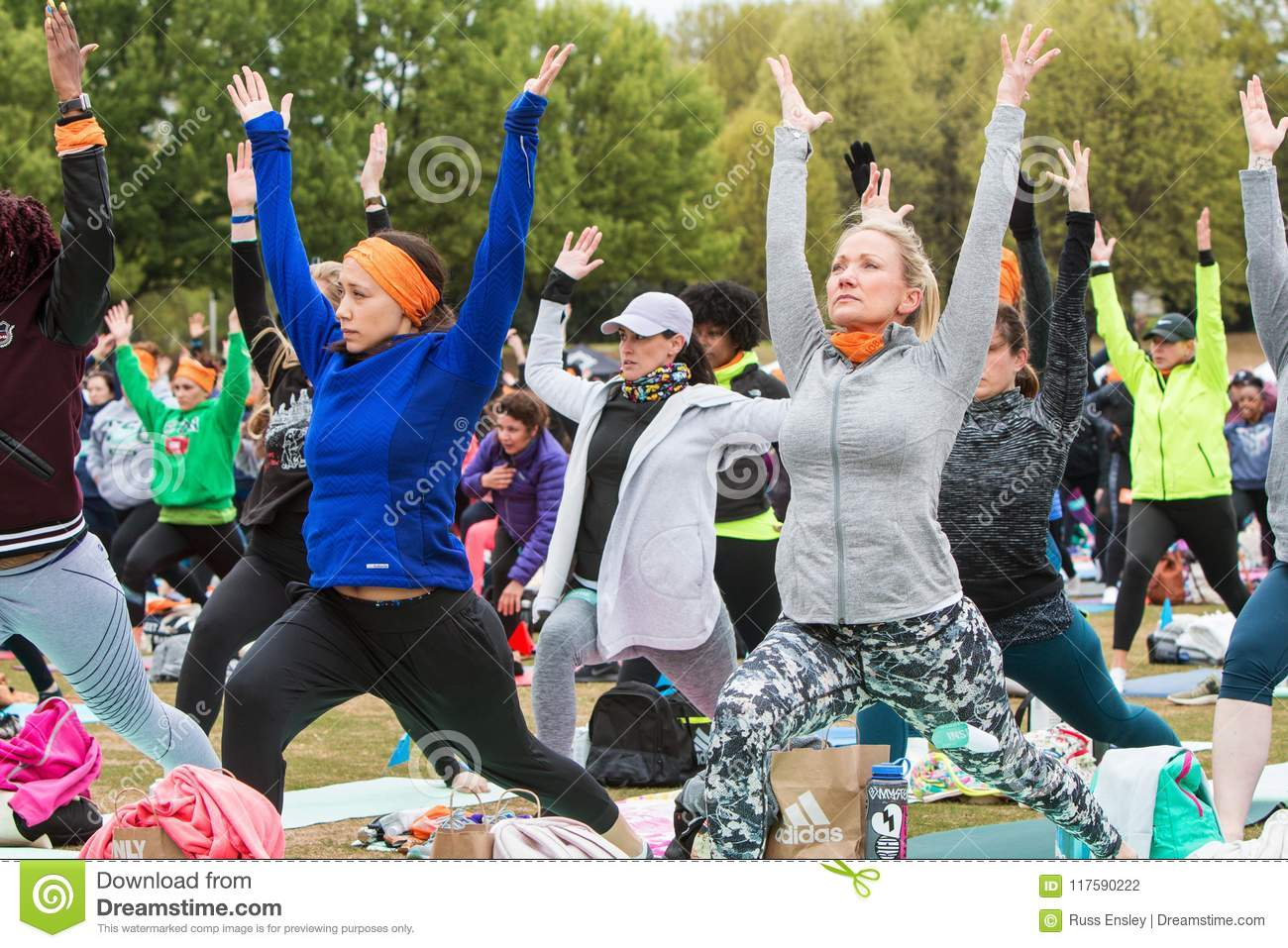 Women Do Warrior Pose At Massive Atlanta Outdoor Yoga Class Editorial Photography Image Of Athletic Concentration 117590222