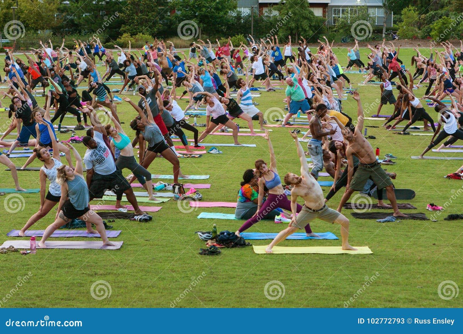 Dozens Of People Stretch At Free Outdoor Atlanta Yoga Class Editorial Stock Photo Image Of Flexibility Dozens 102772793