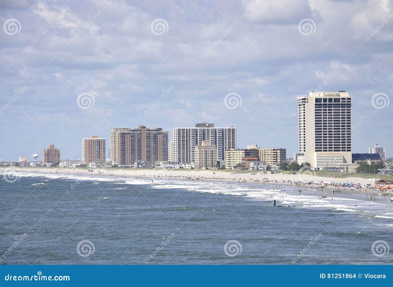 Atlantic City, o 4 de agosto: Skyline do recurso de Atlantic City em New-jersey