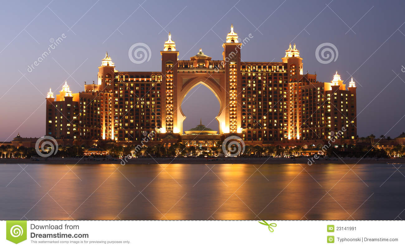 Atlantis hotel at night dubai stock image image 23141991 for Hotel de dubai