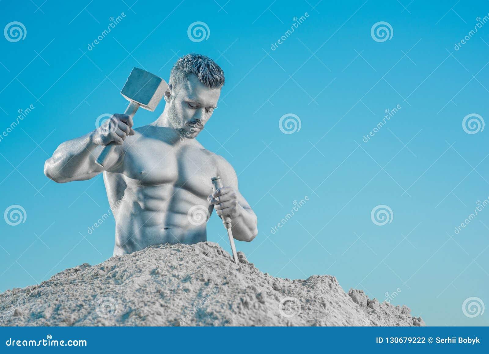 Atlas légendaire créant son corps parfait de roche