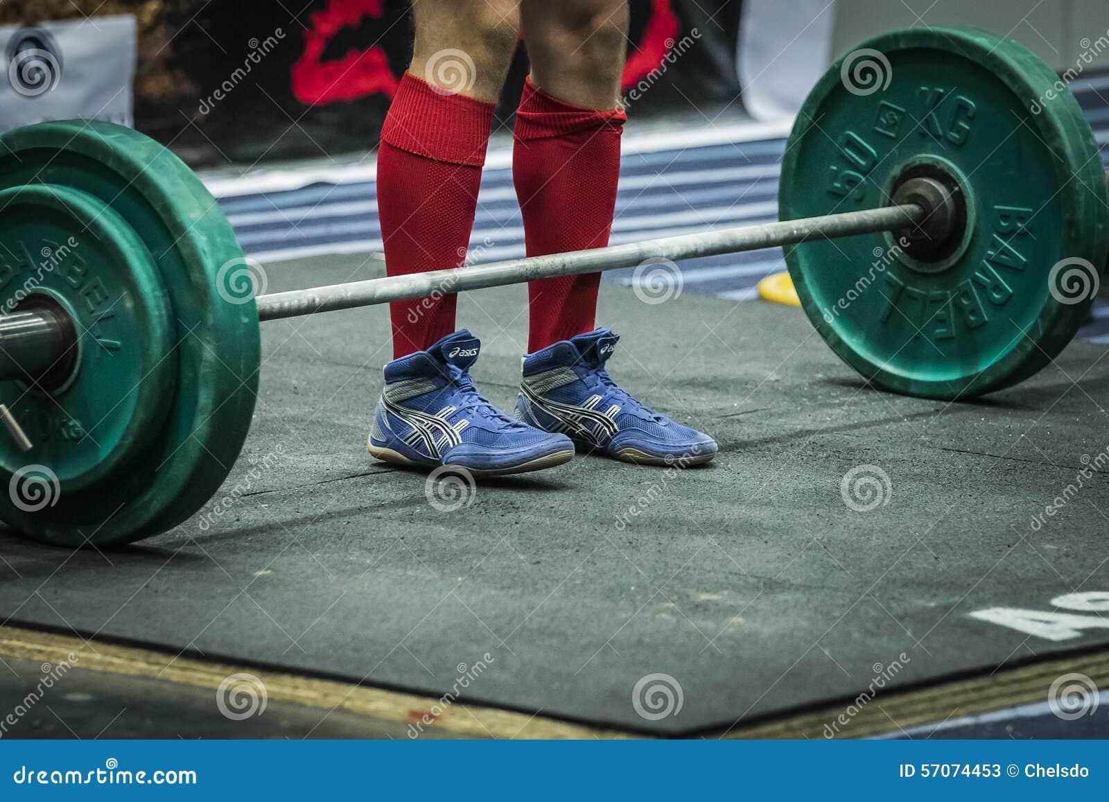Atleet die klaar voor een deadlift worden