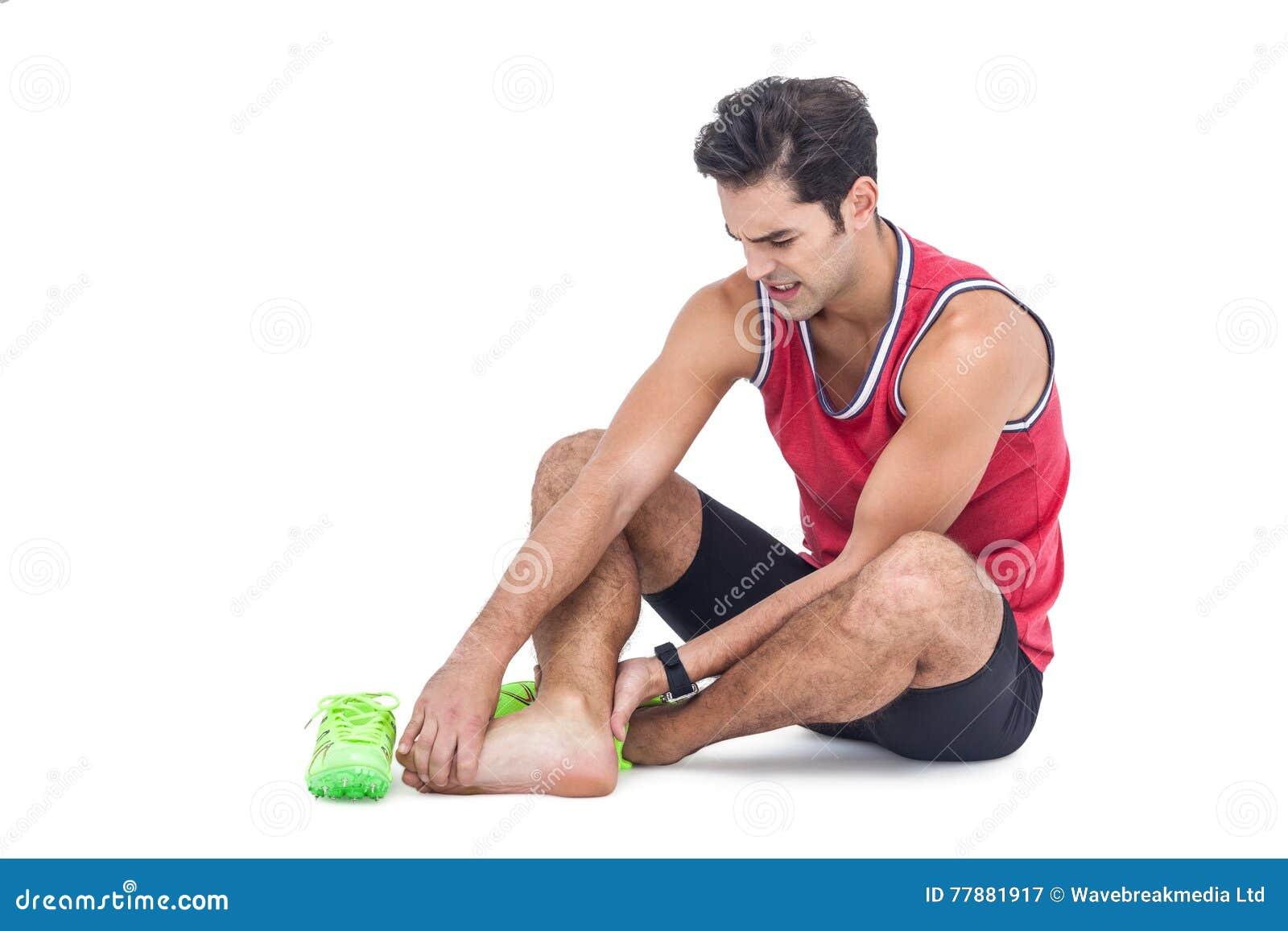 Atleta De Sexo Masculino Con Dolor Del Pie En El Fondo Blanco Foto de archivo