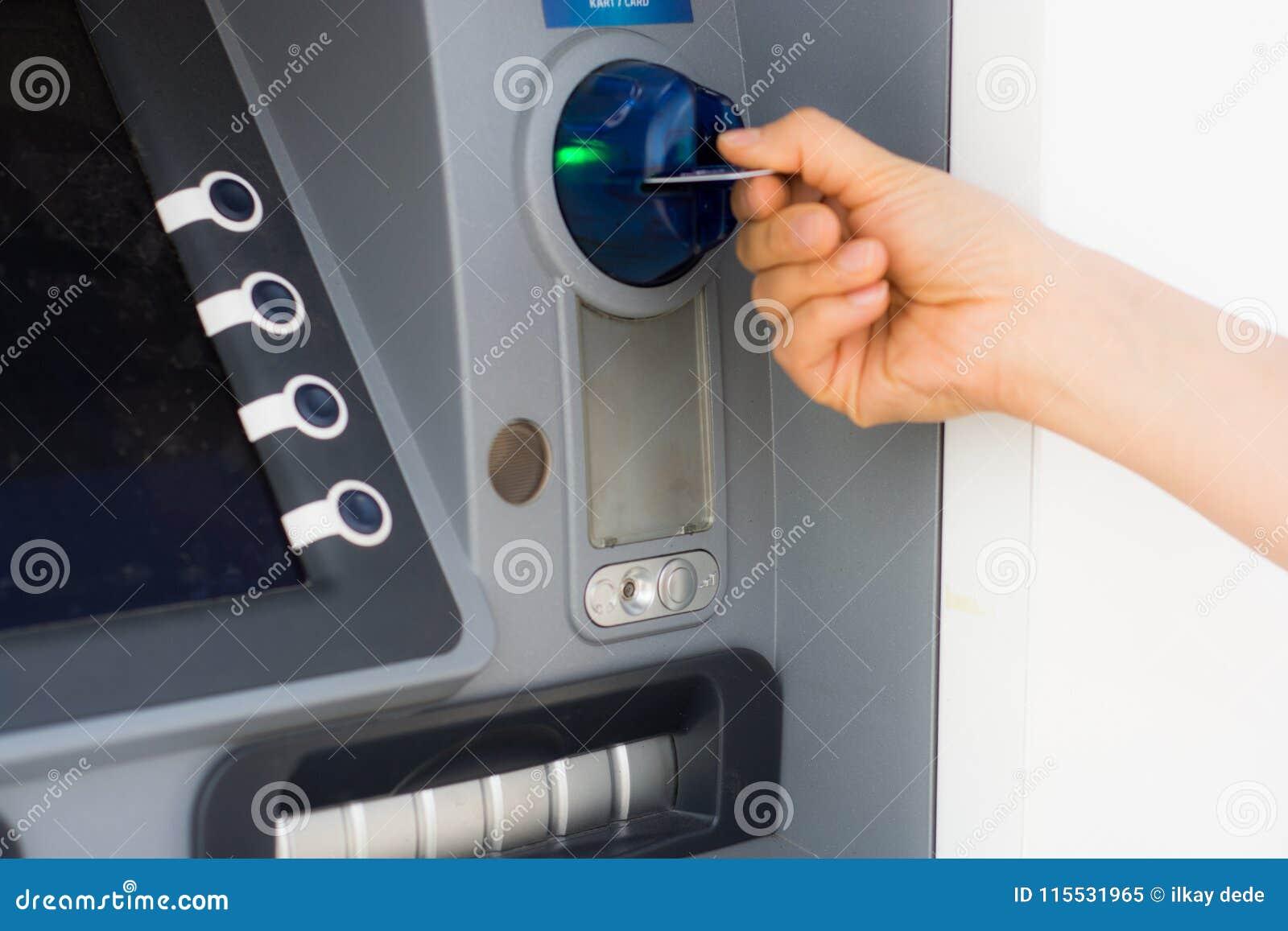 ATM i kredytowa karta