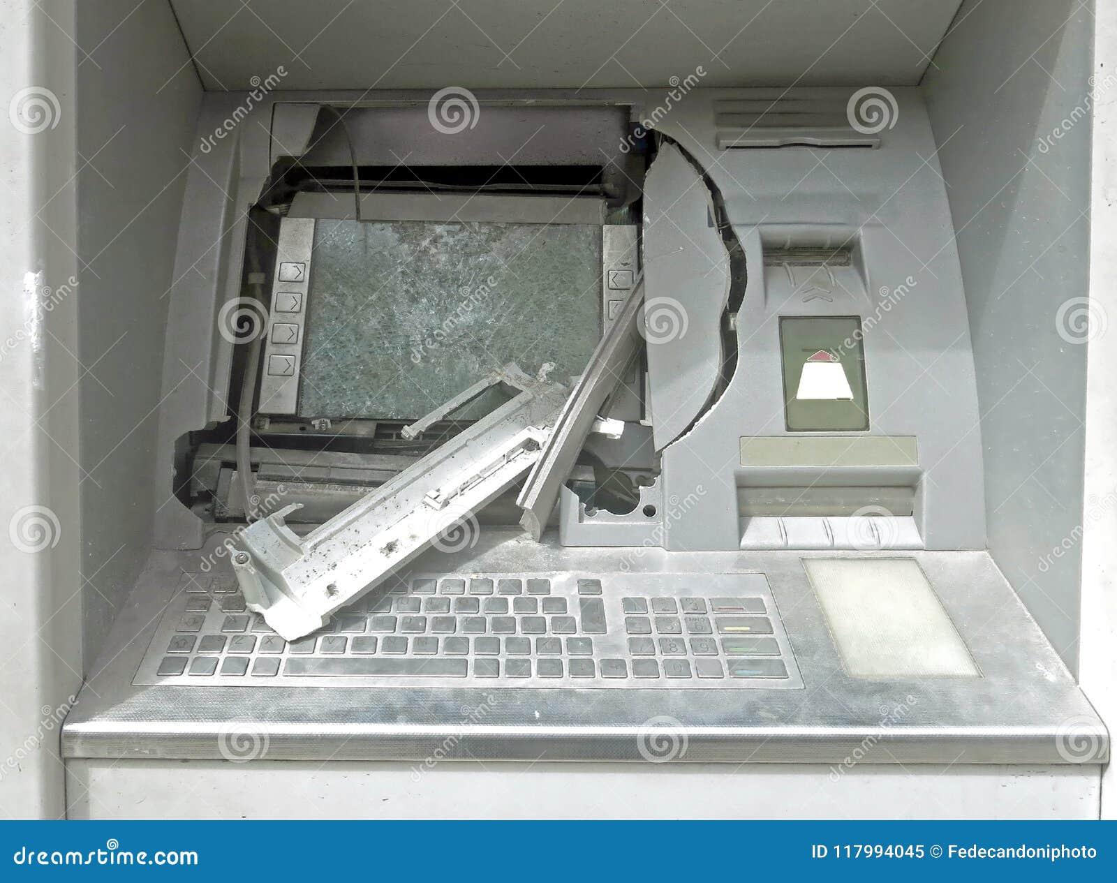 ATM-machine met gebroken glas