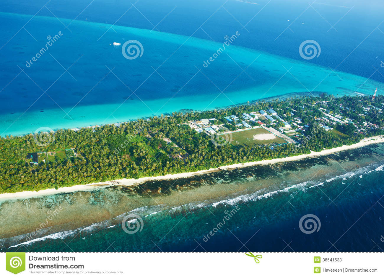 Atollen en eilanden in de Maldiven van luchtmening