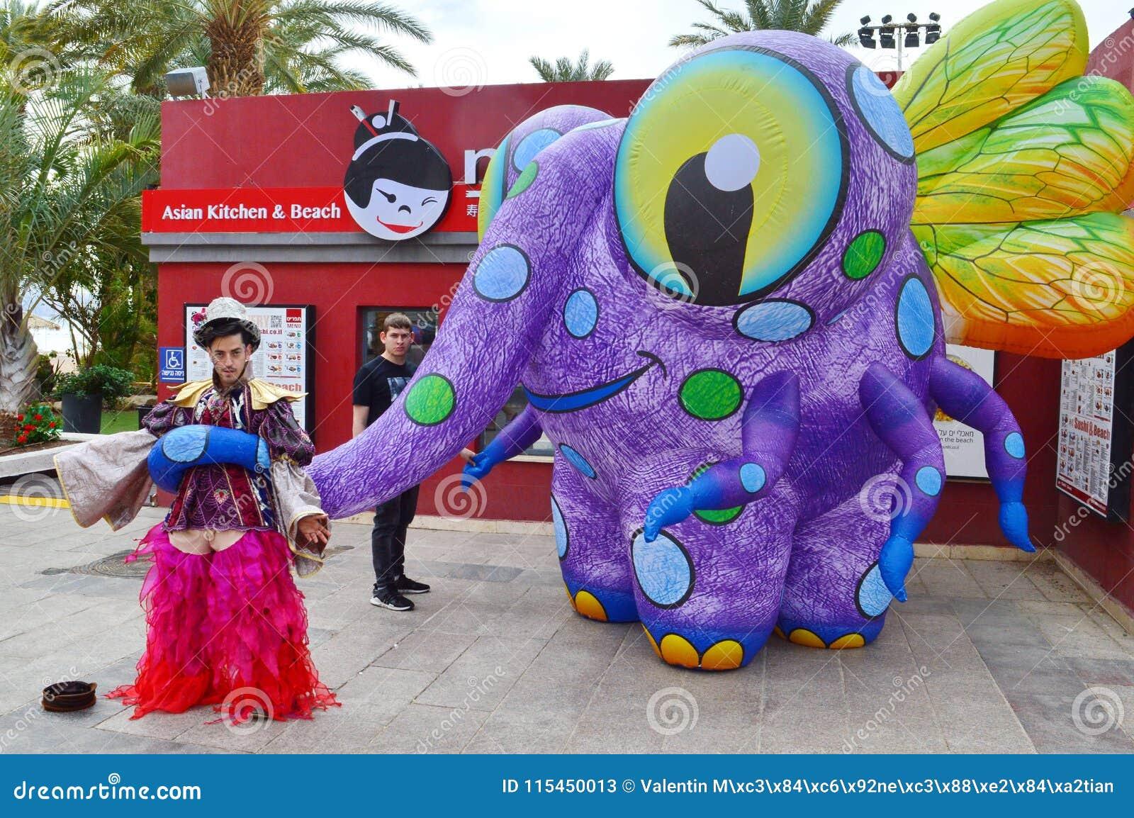 Atores da rua, criatura gigante da mosca do elefante