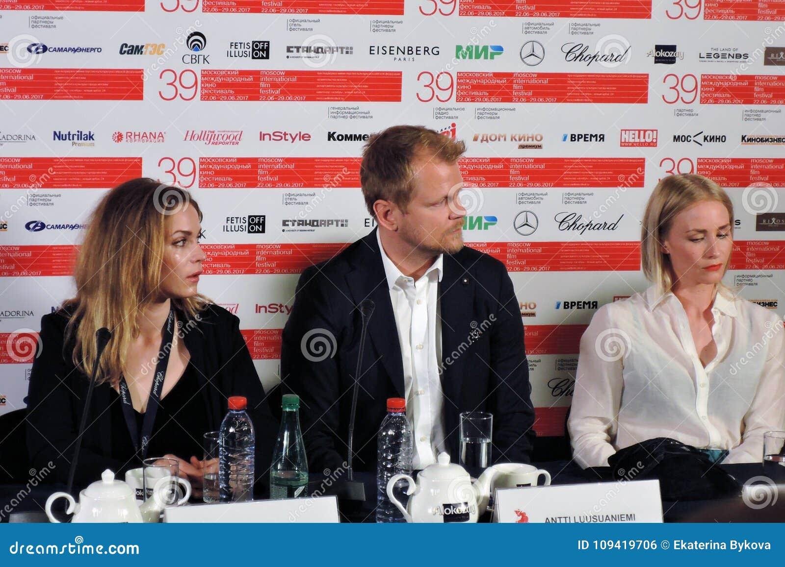 Atores de Finlandia no festival de cinema do International de Moscou
