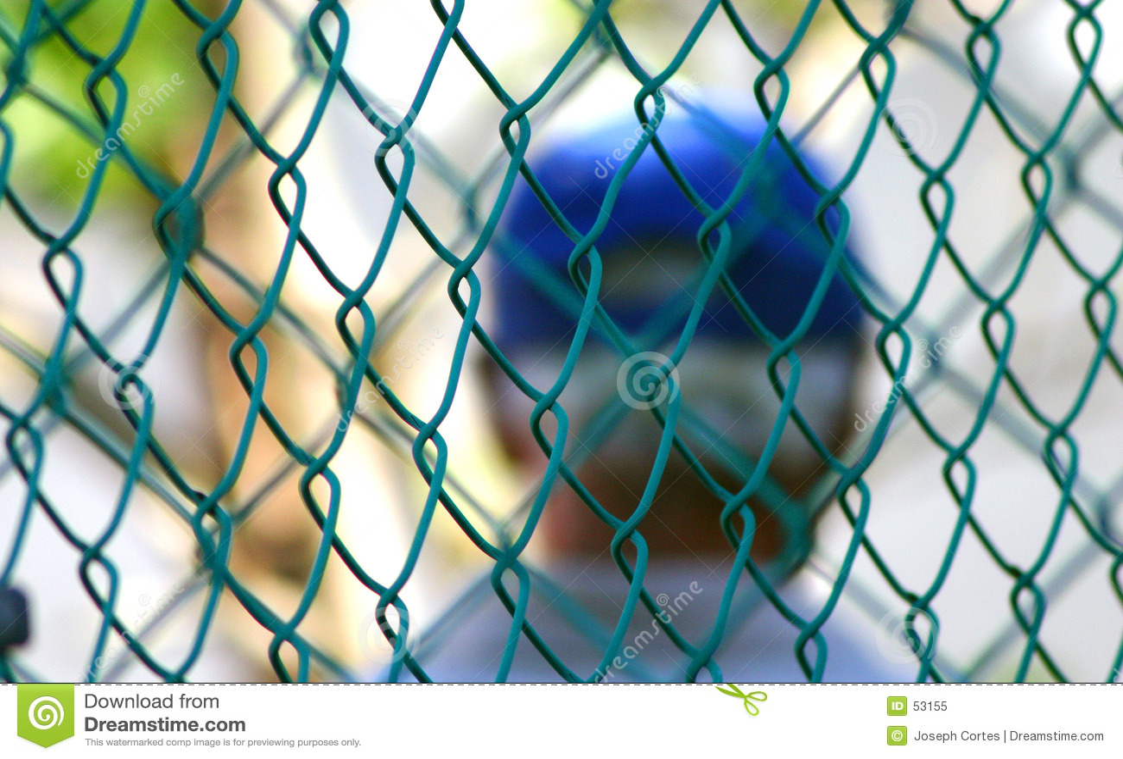 Atrás da cerca