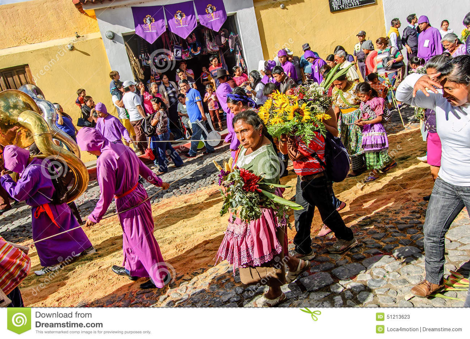 Atrás da procissão emprestada, Antígua, Guatemala