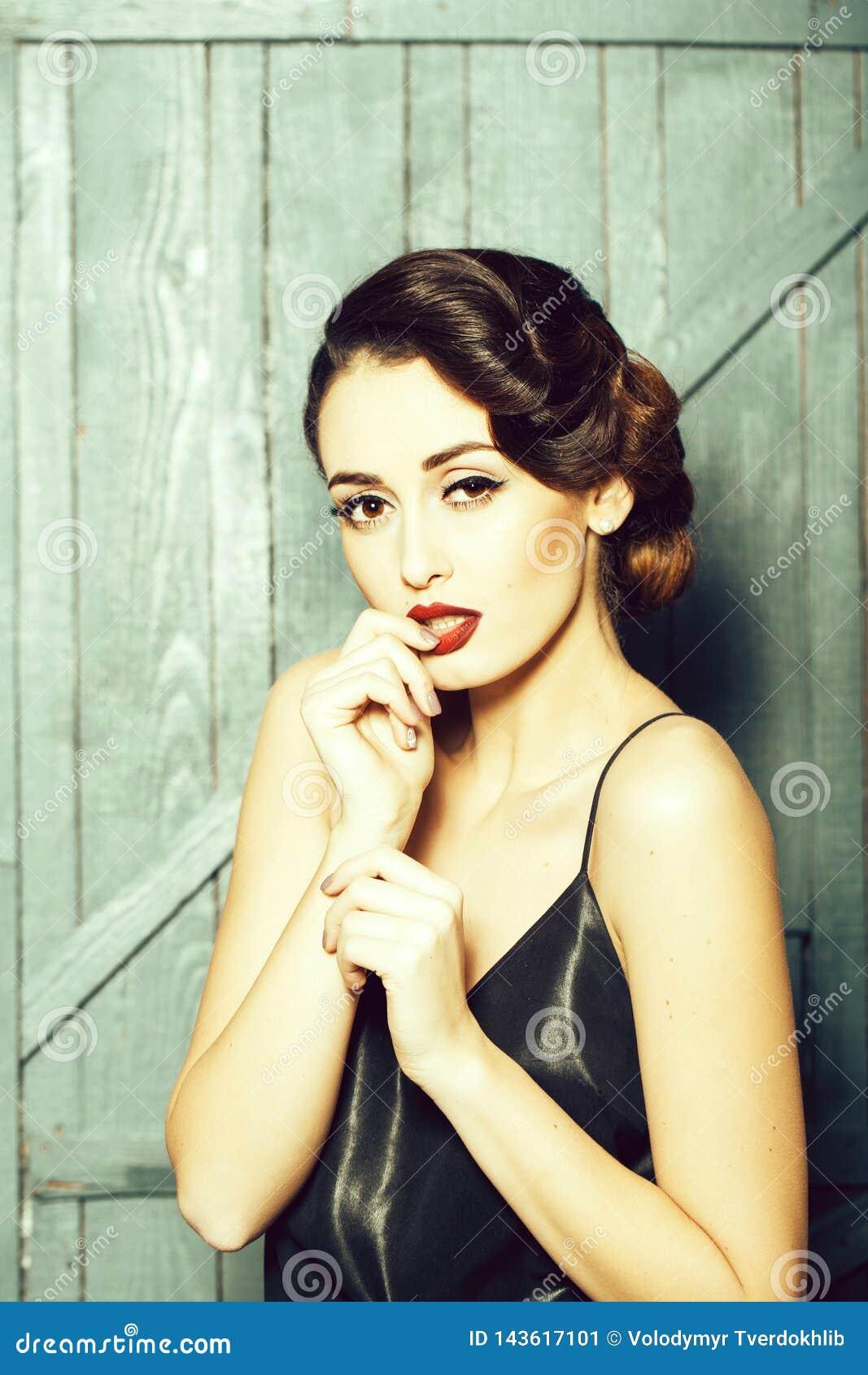 Atrakcyjna retro kobieta
