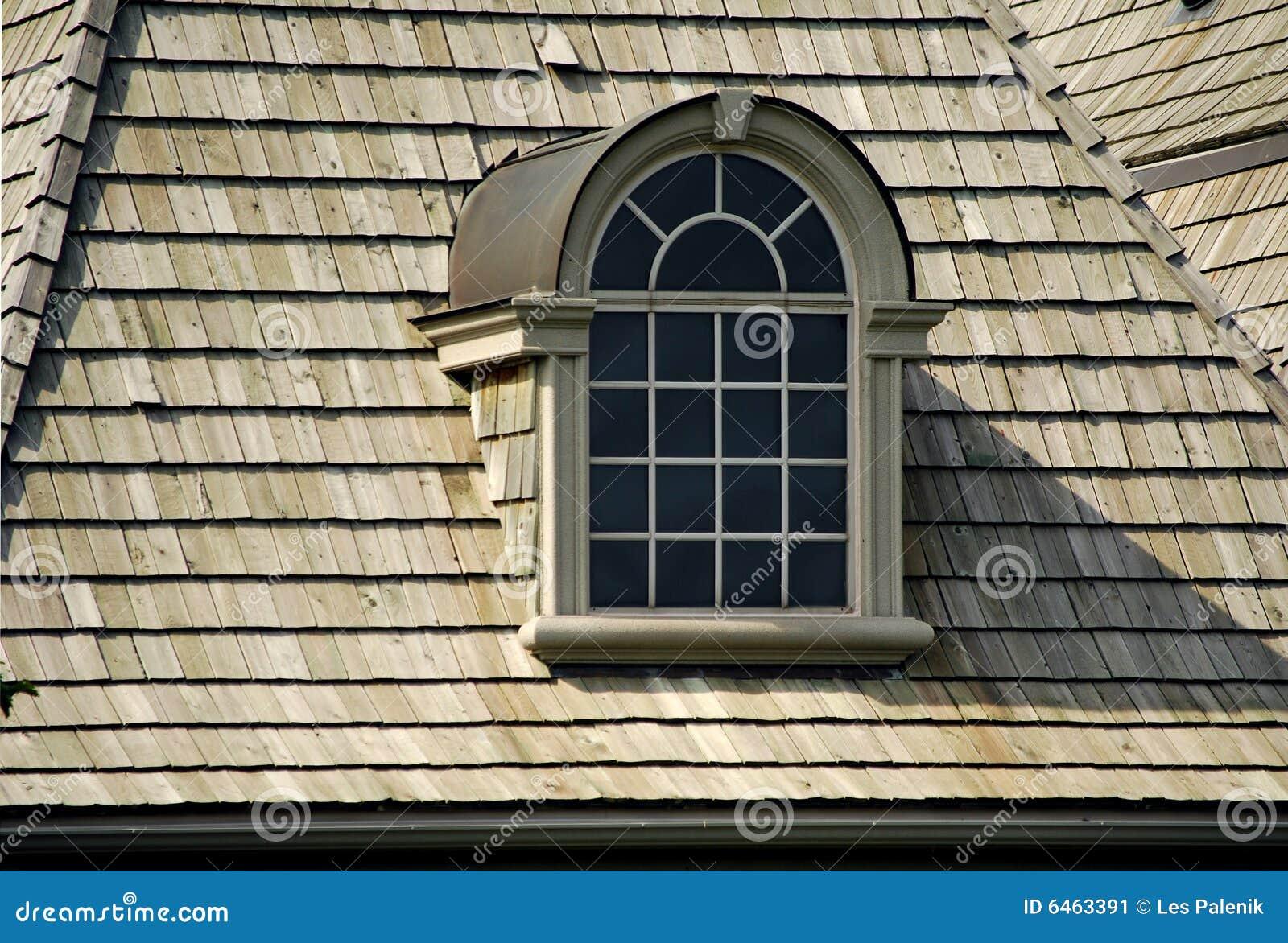 Atrakcyjna strychowy okno