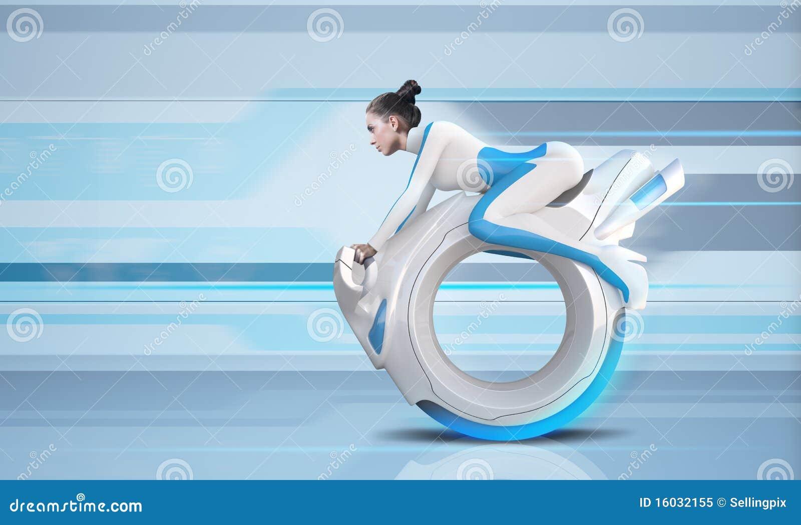 Atrakcyjny roweru przyszłości jeździec