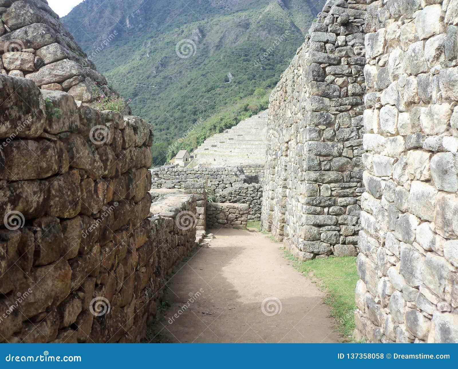 Através dos corredores de Machu Picchu Na grande citadela do Inca, encontrada, Cusco