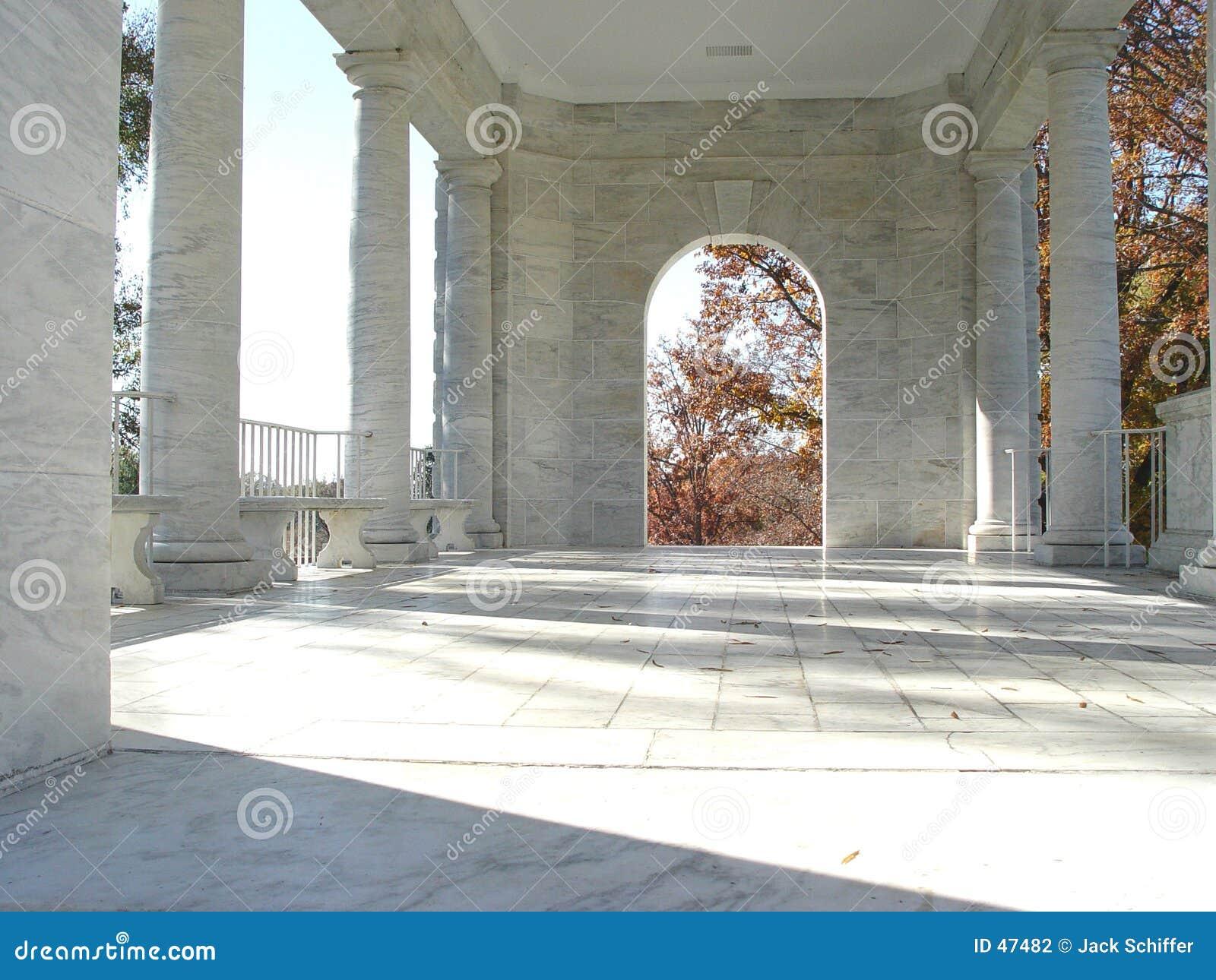 Download Atrio fotografia stock. Immagine di bianco, classico, ombra - 47482